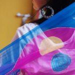 Pañuelos de seda pintados a mano en la ONG Semilla para el Cambio