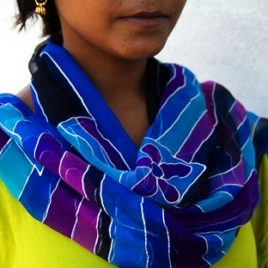 Pañuelos de seda color Menakshi Marino