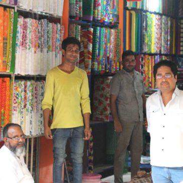 De compras en el mercado textil de Nai Sadak