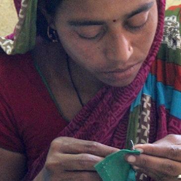 """""""Quiero aprender a coser bien para trabajar de costurera en el slum"""""""