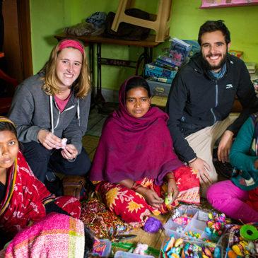 """""""Regalar un artículo solidario es regalar una vida digna a las familias de los 'slums' de Varanasi"""""""